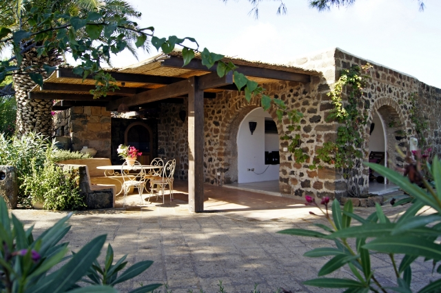 Houses for rent in Pantelleria - Dammuso Alessia B
