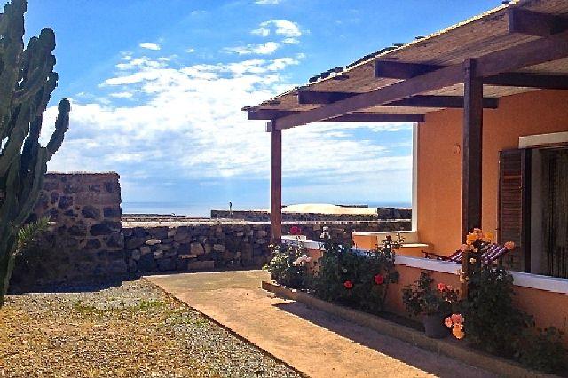 Houses for rent in Pantelleria - Dammuso Viola