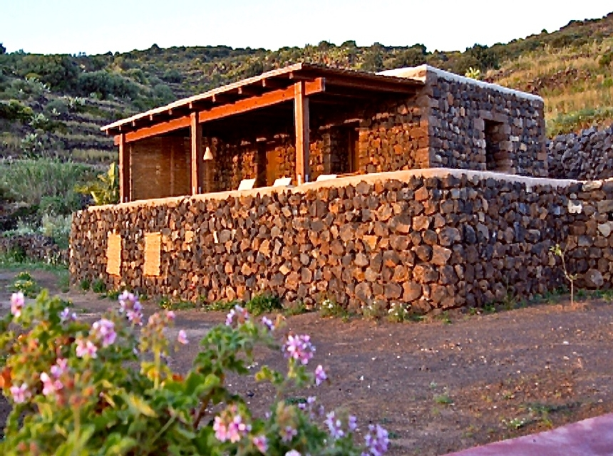 Houses for rent in Pantelleria - Dammuso Max - Travelandfair.net
