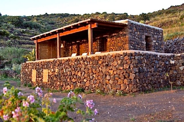 Houses for rent in Pantelleria - Dammuso Max