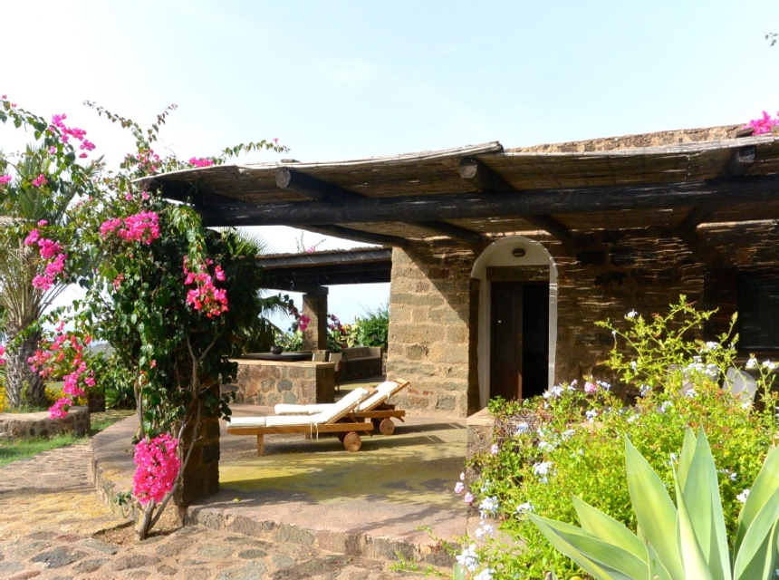 Houses for rent in Pantelleria - Dammuso Giorgia - Travelandfair.net