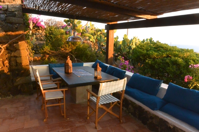 Houses for rent in Pantelleria - Dammuso Bianca
