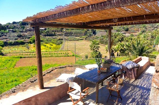 Houses for rent in Pantelleria - Dammuso Franca