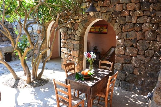 Houses for rent in Pantelleria - Dammuso Aranceto