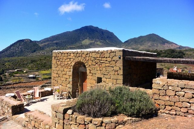 Houses for rent in Pantelleria - Dammuso Stile