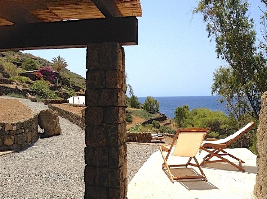 Houses for rent in Pantelleria - Dammuso Eucalipto - Travelandfair.net