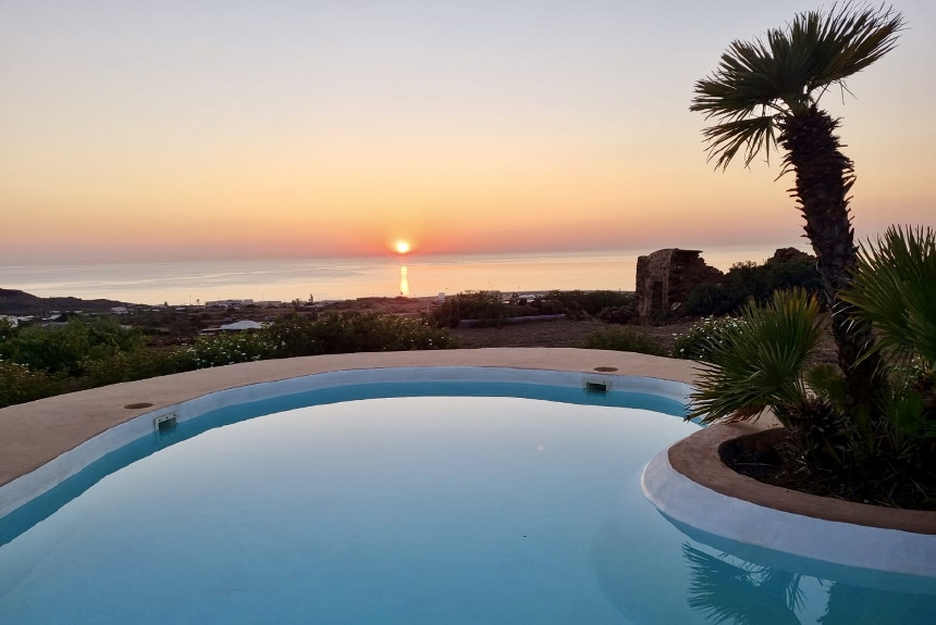 Houses for rent in Pantelleria - Dammuso Il Nespolo - Travelandfair.net