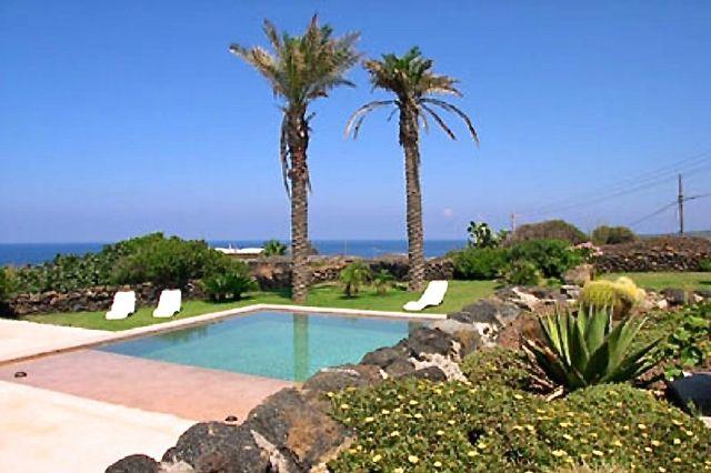 Houses for rent in Pantelleria - Dammuso Kharuscia 1