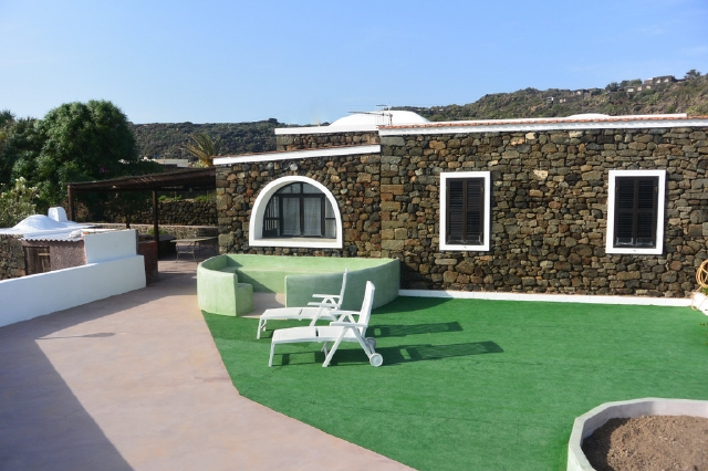 Houses for rent in Pantelleria - Dammuso Mare