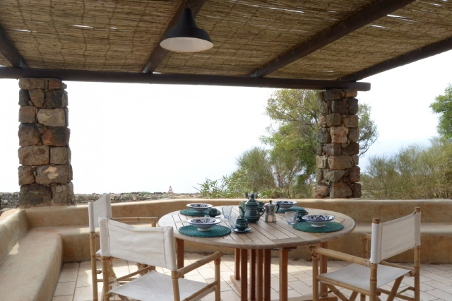 Houses for rent in Pantelleria - Dammuso Melograno