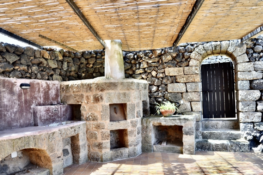 Houses for rent in Pantelleria - Dammuso Mandorlo - Travelandfair.net