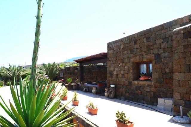 Houses for rent in Pantelleria - Dammuso Carrubo