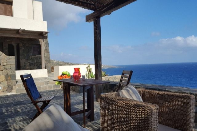Houses for rent in Pantelleria - Dammuso Paola