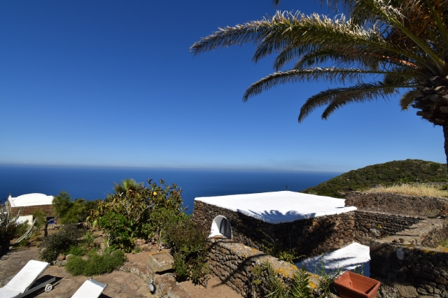 Houses for rent in Pantelleria - Dammuso Emilia