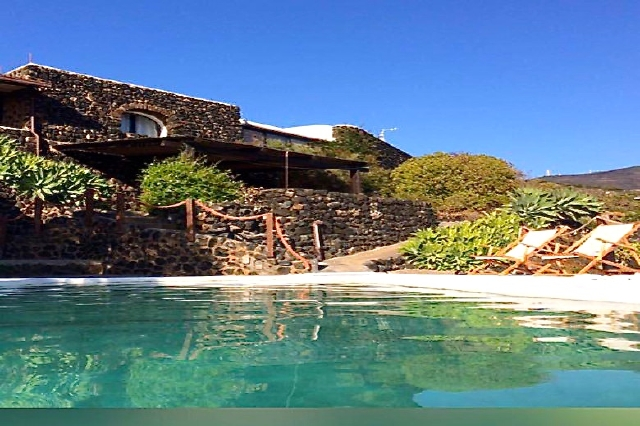 Houses for rent in Pantelleria - Dammuso Aralia